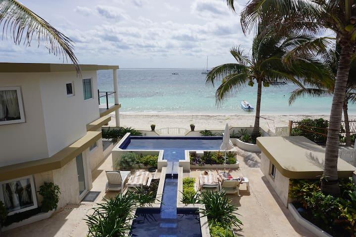 Casa Toucan 1 - Beautiful Beachfront near Square