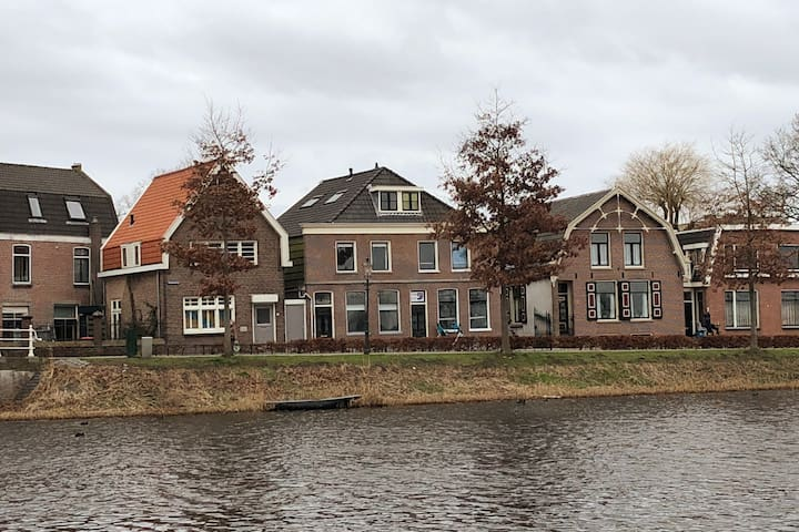 Family house with river view - 15 min from A'dam