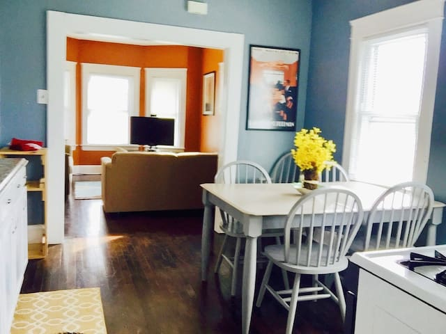 Entire Home near Everything in Cleveland! - Lakewood