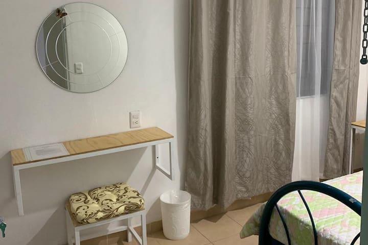Habitación cómoda y segura (Verde)
