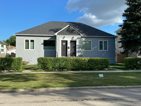 Cute Bungalow a stone throw from Downtown Winnipeg