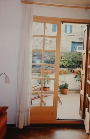 La terrasse depuis le salon