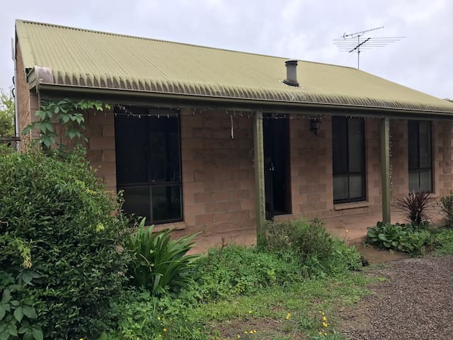 Spare room in farm cottage - Yerrinbool - Ev