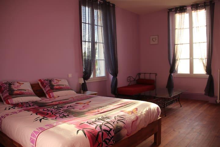 Chambre d'hôtes spacieuse avec Piscine