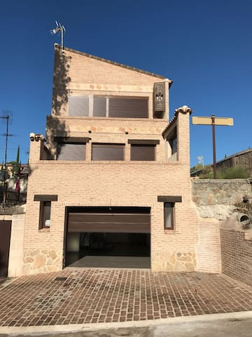 Casa independiente con fascinantes   vistas aToled