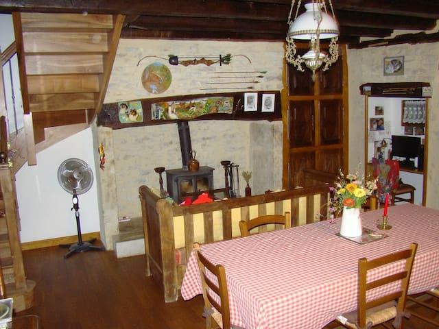 le tilleul a fleurs - Dégagnac - House