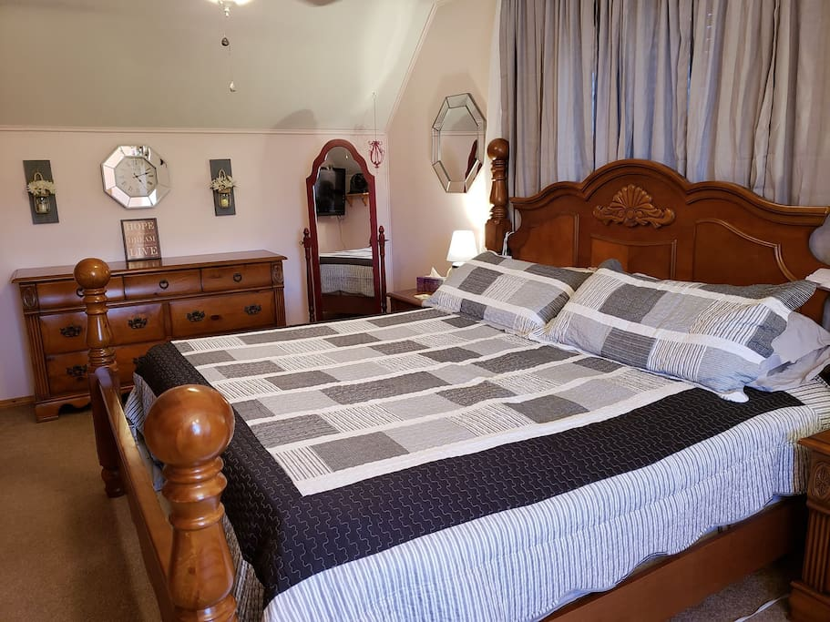 King bed, mirror and dressor