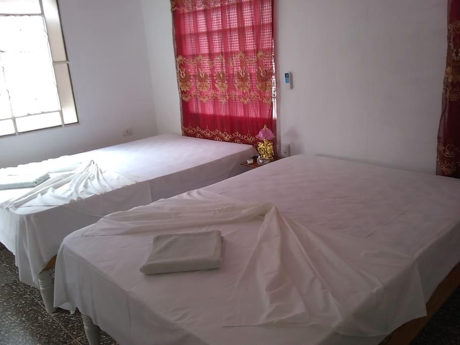 Habitación independiente, con 2 camas cameras, aire acondicionado moderno, baño  independiente