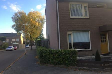 Nice house in Nijmegen with all kinds of facility! - Nijmegen - Talo