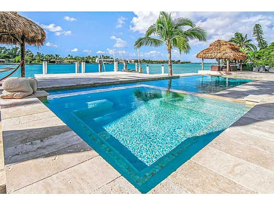 Luxury waterfront house with pool spa maisons louer for 7 salon miami beach