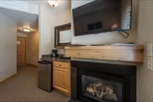 flat screen, fireplace