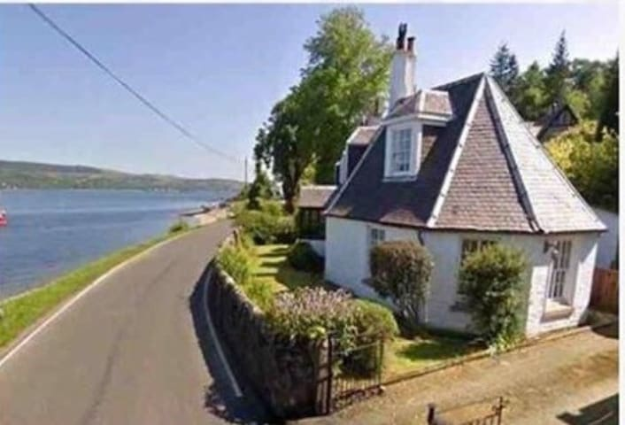 Quirky Glencairn,  Octagonal seaside cottage 12yr+