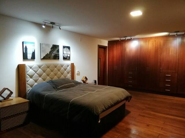 Amplia Suite con balcón junto Parque Metropolitano