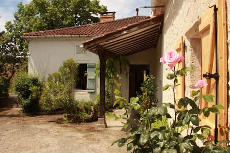 Charming renovated farmhouse with pool - Bourg-de-Visa