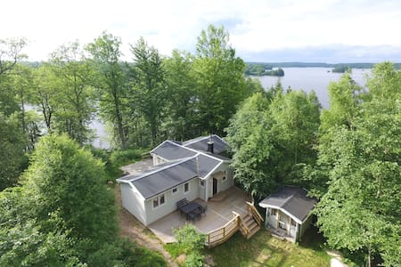4 bedroom holiday cottage with stunning lake view