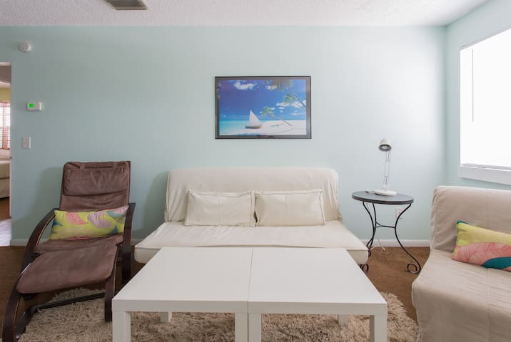Quirky Beach House 2BR 324ft to Beach Unit 3