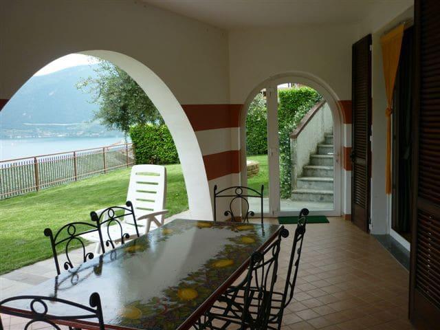 Una terrazza sul lago - Tavernola Bergamasca - อพาร์ทเมนท์