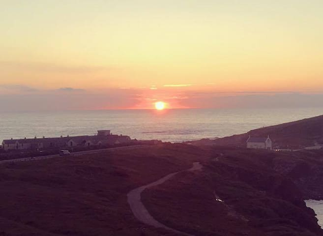A double room a stones throw from Fistral Beach - Newquay - Apartment