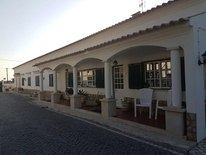 Perto/Proche de Fátima e  praias de Peniche/Nazaré
