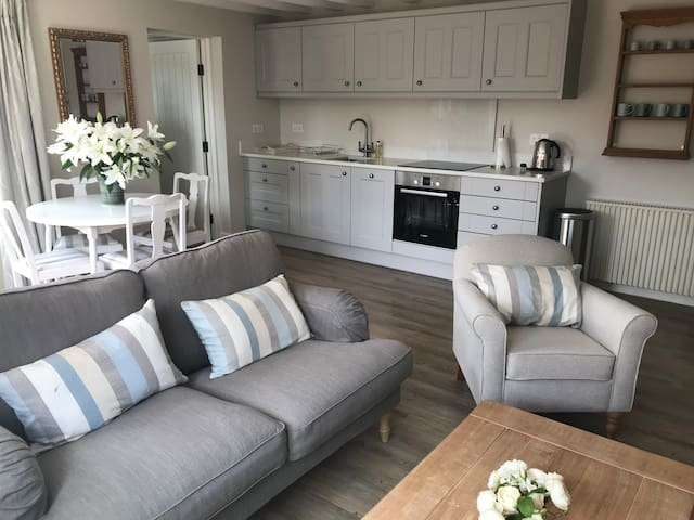 Detached double bedroom cottage in countryside
