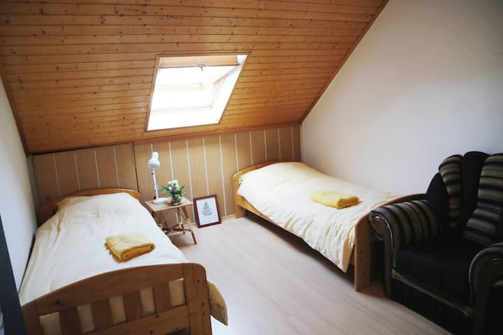 Private Bedroom in Floral Guesthouse with Garden