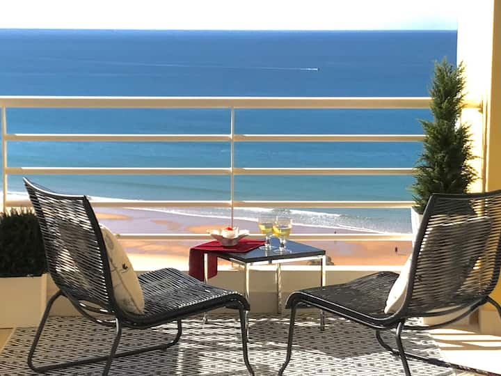 The Seaview Apartment of your dreams -WIFI, Aircon