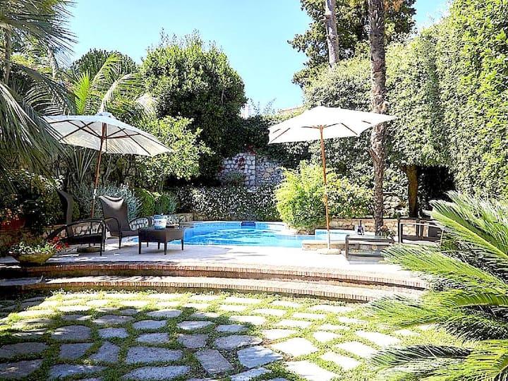 elegant villa with swimming pool in the famous square of capri
