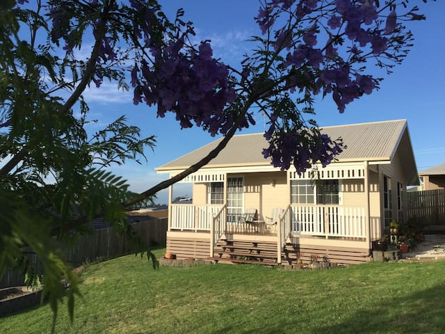 Sunset Cottage - Private Granny Flat Next to USQ