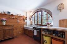 cucina con originale marmo di carrara