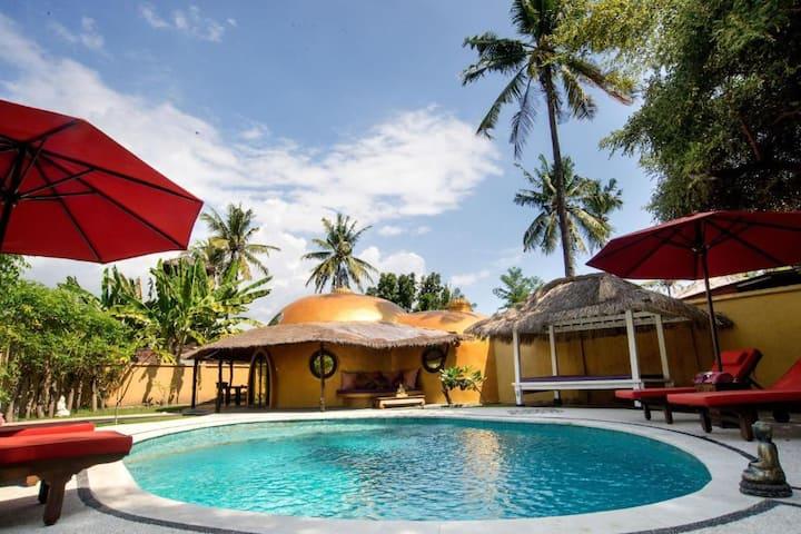 GiliAir Island Beachfront  TwoBedroom Villa BElair