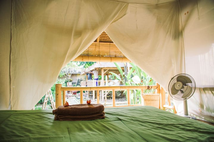 Bamboo hut, garden, pool and cold coconuts!  (4) - North Kuta - Treehouse