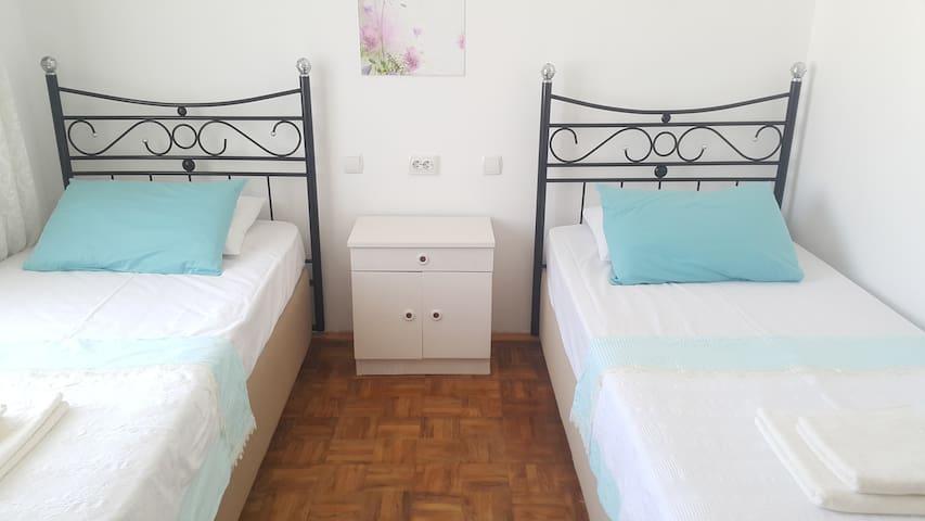 Cosy private room close to Sea