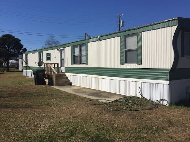 Large room in newly renovated mobile home - Goose Creek - Flat
