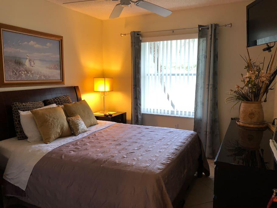 Es una habitación que cumple con todos los requisitos para sentirse muy bien