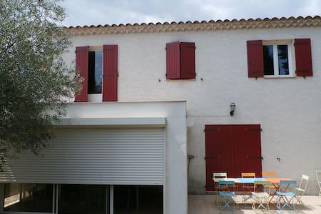 Jolie maison entre Nîmes et Avignon - Saint-Bonnet-du-Gard - Casa