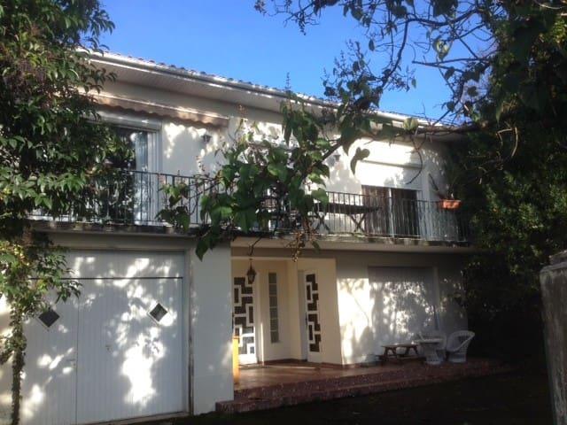 Maison VIC en BIgorre. - Vic-en-Bigorre - Casa