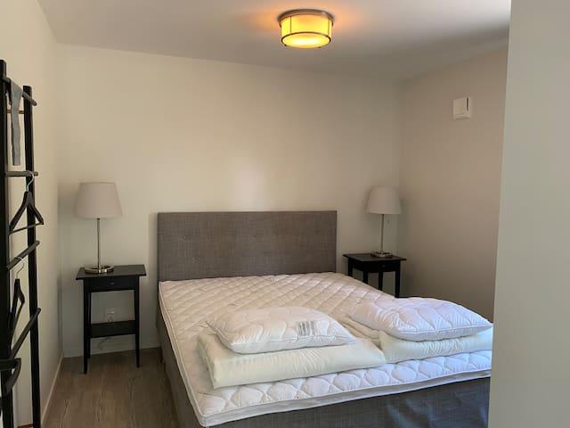 Sovrum med 160 dubbelsäng.