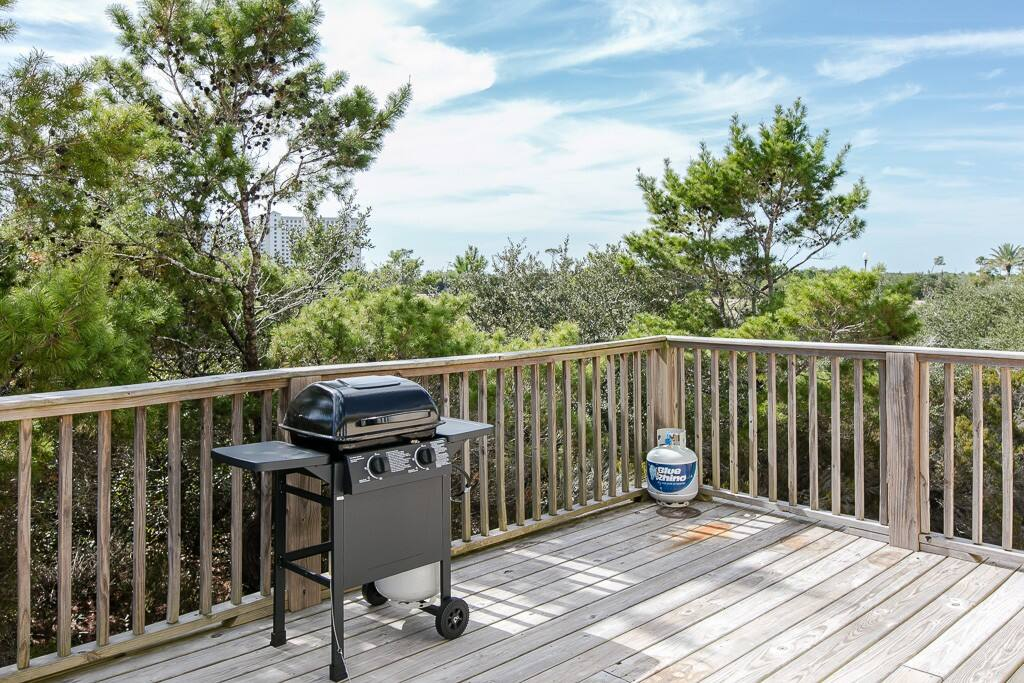 Use the grill on the back deck to prepare a meal while taking in the scenic views.