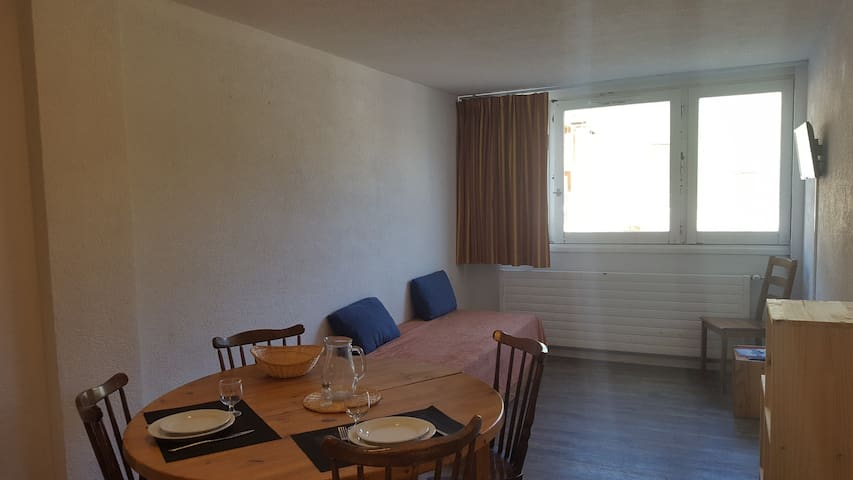 Studio for 4 persons in Tignes next to the slopes, the shops and close to the ski school and the tourist office in le Lac area