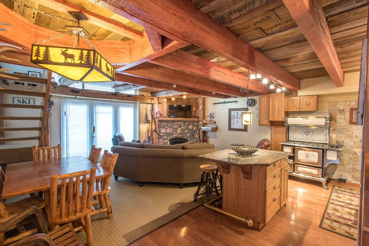 Ski-in/walk-out condo that sleeps 8, free wifi, & parking.