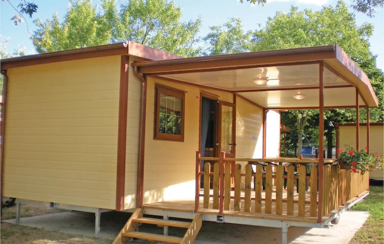 Mobil home with 2 bedrooms on 24 m²