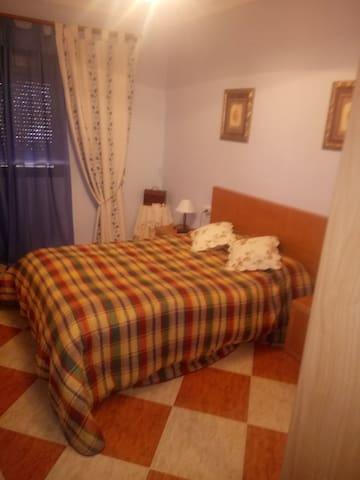 Alquilo 3 habitaciones con 4 camas, segunda planta