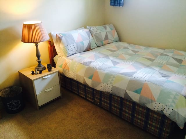 Comfortable double room in Salthill - Galway - Apartment