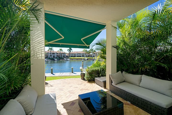 Relaxing 3 BDR House by the Canal in Runaway Bay!