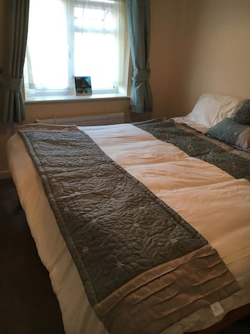 Peaceful Double Room with WiFi, Parking - Reading - House