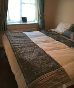 Peaceful Double Room with WiFi, Parking - Reading