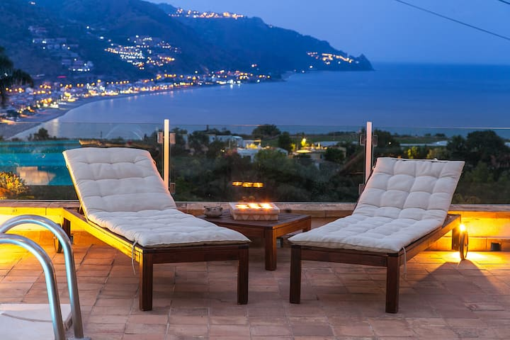 VILLA TAORUM- luxury sea-view villa, pool &Jacuzzi
