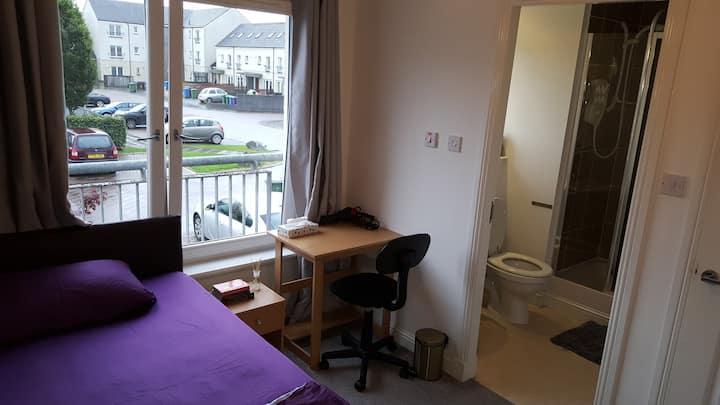 Cozy Ensuite Double Room (East End)