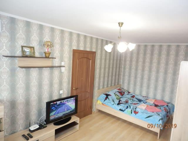 Сдам уютную 2-комнатную квартиру рядом с МВЦ.