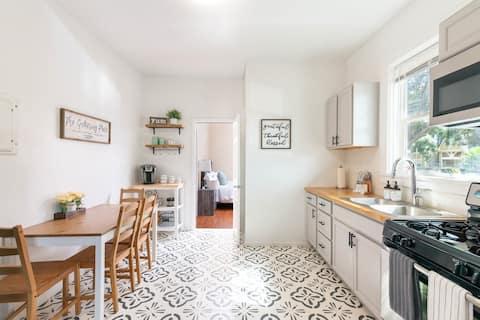 Charming Farmhouse Suite - Cozy & Clean 1 BR 1 BA